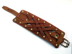 Кожаный браслет/наруч №12 – купить или заказать в интернет-магазине на Ярмарке Мастеров | Браслет в фантазийном/свободном стиле. Сделан…