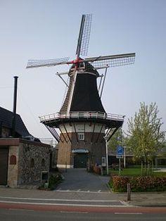 De Hoop is een korenmolen in Almelo in de Nederlandse provincie Overijssel en staat op de lijst van Rijksmonumenten. De oorspronkelijke molen werd in 1870 gebouwd met gebruikmaking van een gesloopte molen uit 1797 en werd na brand in 1910 herbouwd.