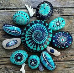 Painted rocks have become one of the most addictive crafts for kids and adults! Want to start painting rocks? Lets Check out these 10 best painted rock ideas below. Pebble Painting, Dot Painting, Pebble Art, Stone Painting, Painting Stencils, Painting Patterns, Stone Crafts, Rock Crafts, Mandala Rocks