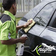 ¿Qué mejor regalo que tu carro impecable sin gastar una gota de agua? Así lo hacemos en #Knight, nuestro regalo es doble porque nos encanta que todo esté limpio sin dañar el medio ambiente. #LavadoEcológico #CulturaVerde