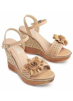 Sandals & Flip Flops , Footwear with Freemans Celebrity Fashion Looks, Celebrities Fashion, Celebrity Style, Flip Flop Sandals, Wedge Sandals, Jamel, Smoking Slippers, Summer Wedges, Leather Design
