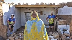 Alrededor de 200.000 saharauis viven en medio de la nada, en el desierto argelino situado al sur de Tindouf (Argelia). Llegaron huyendo de la guerra,...