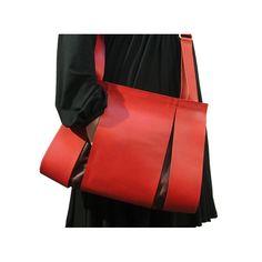 Split bag red Dutch design by Maria Hees