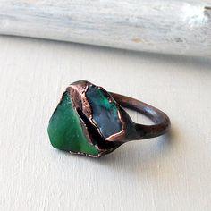 Raw chrysoprase opal copper handmade ring by MidwestAlchemy. Metal Clay Jewelry, Brass Jewelry, Jewelery, Jewelry Accessories, Jewelry Design, Unique Jewelry, Handmade Rings, Earrings Handmade, Handmade Copper