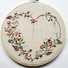 Simple Embroidery Designs, Hand Embroidery Design Patterns, Ribbon Embroidery Tutorial, Embroidery Hoop Crafts, Embroidery Hearts, Basic Embroidery Stitches, Hand Embroidery Videos, Embroidery Flowers Pattern, Creative Embroidery