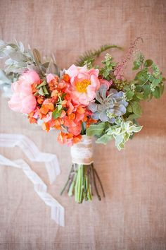 Bright bouquet with peonies and succulents | Floral design by Ever After Event & Floral Design | Photo by Blackbird Foto