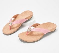 These Vionic Hilda Sandals are $36.48 (51% off) for a limited time at QVC. Comes in your choice of 5 colors and multiple sizes (7-11). Western Style, Shoe Bags For Travel, Travel Shoes, Sport Matte, Floppy Sun Hats, Flip Flop Slippers, Toe Shape, Womens Slippers, Types Of Shoes