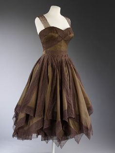 Evening dress Paris, France 1954-1955 Jean Dessès, born 1904 - died 1970 (designer) Silk chiffon and lace
