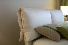 Wait now. just fold a continental (XL) pillow? Diy Bed Headboard, Headboard Cover, Modern Headboard, Headboards For Beds, Bed Frame Design, Diy Bed Frame, Bed Design, Paint Furniture, Home Furniture