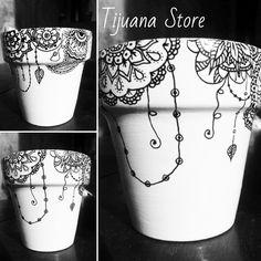 Mandalas ideas in pots to decorate - Mandalas Flower Pot Crafts, Clay Pot Crafts, Diy And Crafts, Painted Plant Pots, Painted Flower Pots, Painting Terracotta Pots, Pots D'argile, Clay Pots, Decorated Flower Pots