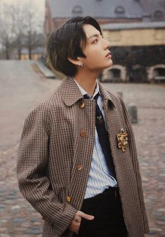 Image uploaded by ɢᴏʟᴅᴇɴ ɪᴅᴏʟ⁷. Find images and videos about kpop, bts and jungkook on We Heart It - the app to get lost in what you love. Foto Jungkook, Foto Bts, Jungkook Oppa, Jung Kook, Busan, Jikook, Mode Kpop, V Bts Wallpaper, Wattpad