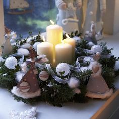 Easy Handmade Christmas crafts with candles. Christmas Candle Centerpieces, Advent Wreath Candles, Christmas Candles, Xmas Decorations, Handmade Christmas Crafts, Christmas Diy, Christmas Wreaths, Navidad Diy, 242