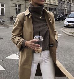 Coat / Overcoat - Stylish Looks With Overcoat - { fave outfits - outfit - looks } - Fashion Mode, Look Fashion, Fashion Outfits, Womens Fashion, Fall Fashion, Fashion Clothes, Fashion Brands, Feminine Fashion, Fashion Websites