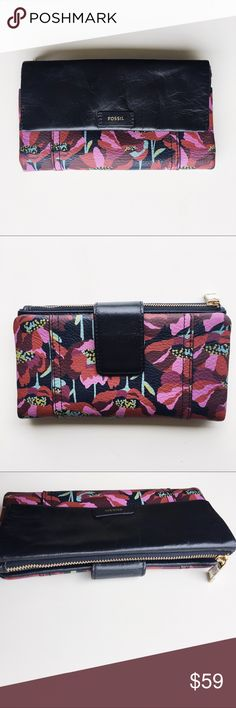 """Fossil """"Ellis"""" floral clutch wallet Great condition. Some creasing to leather. *Does not have tag anymore* See pictures and ask questions! Fossil Bags Clutches & Wristlets"""