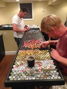 Man Collects Bottle Caps For Years To Redo His Kitchen And - One Guy Designed And Built A Custom Bottle Cap Bar Top That Would Become The Centerpiece Of Any Room He And His Friends And Family Saved Beer Caps Over Years Specifically For This Project Th Bottle Cap Table, Bottle Cap Art, Bottle Top, Beer Cap Table, Custom Bottle Caps, Custom Bottles, Bottle Cap Projects, Bottle Cap Crafts, Beer Cap Crafts