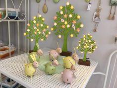 #vacchetti #vacchettispa #primavera #primavera2018 #spring #springcollection #alberi #albericonluci #conigli #coniglicolorati #coniglipasquali  #colorworld #newcollection #springaccessories #uccellinicolorati
