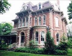 The Highland Manor Grand 1872 Second Empire Victorian Bed & Breakfas Victorian Architecture, Beautiful Architecture, Beautiful Buildings, Architecture Details, Beautiful Homes, Historical Architecture, Ontario, Porches, Victorian Manor