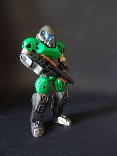 Retook some images of Doomguy, wasn't quite happy with how they turned out the first time. Lego Mechs, Lego Bionicle, Lego Bots, Combat Armor, Amazing Lego Creations, Hero Factory, Lego Worlds, Lego Design, Custom Action Figures