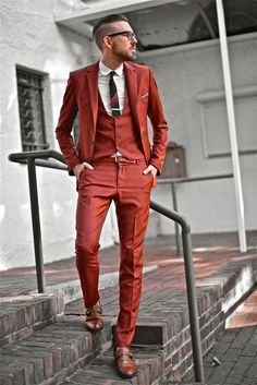 Mens three piece suit man of the house erkek moda, moda e erkek tarzı. Orange Suit, Red Suit, Suit And Tie, Burnt Orange, Orange Lips, Fashion Moda, Suit Fashion, Look Fashion, Fashion Trends