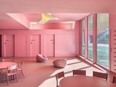 Farblich verspielt, förmlich verkeilt - Hort und Schule in Montpellier von Dominique Coulon