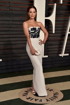 Kate Beckinsale Wearing a Romona Keveza dress, jewels by Le Vian and Lorraine Schwartz, and Nicholas Kirkwood shoes at Vanity Fair's Oscars party