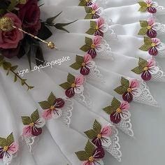 @igne_oya_aysegulce . . . . .. . . . . . #kesfet  #eninceayrıntısınakadar  #igneoyasihavlukenari  #igneoyasihavlu #oya #igne #iplik #aşkı… Pakistani Dress Design, Needle Lace, Elegant Table, Bargello, Baby Knitting Patterns, Needlework, Diy And Crafts, Sewing, Flowers