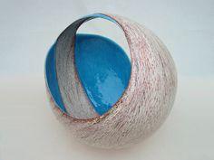 Tanoue Shinya: KARA Kan, Glazed clay, x 22 x (h) / Keiko Gallery - Japanese artists Japanese Ceramics, Japanese Pottery, Modern Ceramics, Contemporary Ceramics, Ceramic Pottery, Pottery Art, Saga Art, Advanced Ceramics, Japanese Artists