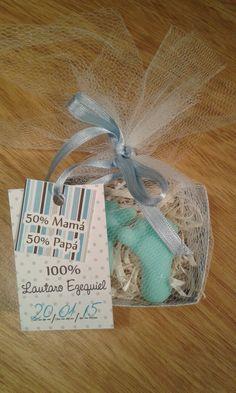 Nacimiento: jaboncito de glicerina perfumado en cajita y bolsita de tul con etiquetas