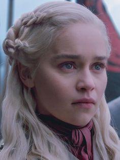 Emilia Clarke Daenerys Targaryen, Game Of Throne Daenerys, Casa Targaryen, Game Of Thones, Game Of Thrones Shirts, Lean On Me, Khaleesi, Her Brother, Dragon Age