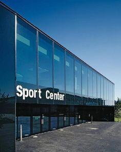 Universitair sportcentrum Zürich met landschap verweven