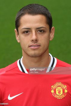 Javier 'Chicharito' Hernandez of Manchester United poses at the annual club photocall at Old Trafford on September 2011 in Manchester, England. Soccer League, Football Players, Football Jerseys, Old Trafford, Soccer Guys, Professional Soccer, Most Popular Sports, Manchester United Football, Best Club