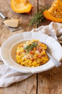 Kürbisrisotto mit Parmesan und Rosmarin - Rezept - Sweets & Lifestyle® Healthy Pasta Recipes, Healthy Pastas, Clean Pumpkin Recipes, Great Recipes, Macaroni And Cheese, Curry, Food Porn, Food And Drink, Veggies