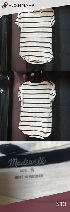 Madewell thin cotton striped tee shirt Madewell, thin 100% super soft cotton, black & white, striped, crew neck, tee shirt. No flaws! The comfiest tee you'll ever own;) Madewell Tops Tees - Short Sleeve