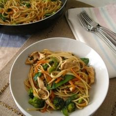 Ginger Chicken Spaghetti.. Might try this with rice noodles.... Yummm