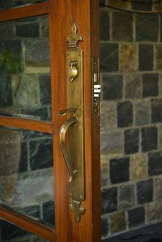 Puertas y ventanas de estilo moderno de monica khanna designs
