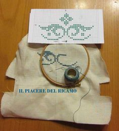 Il Piacere del ricamo: punto perugino Bargello, Diy And Crafts, Coin Purse, Reusable Tote Bags, Embroidery, Crochet, Floral, Pattern, Towels