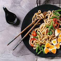 Stir fry udon noodles by NatashaBreen