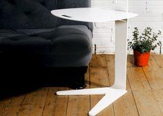 Covis  La mesa de café COVIS se adapta perfectamente a cualquier altura de sofá. El sobre es regulable manualmente. La base es muy baja para poder acercar la mesa al sofá. La columna central permite la posición ergonómica de las piernas.