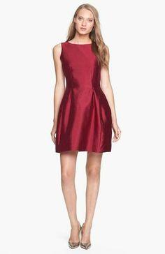 Un must-have para estas fechas navideñas, un vestido básico en color burdeos satinado. // www.silviafoz.com