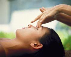 Aromatherapie facials  Heb je veel stress? Wil je graag onstpannen? Maak een afspraak bij Kinga's choice voor een gezichtsbehandeling  Behalve zal je helemaal onstpannen weggaan, je huid krijgt ook een oppepper ! Ervaar de rust en de kracht van de natuur bij kinga's choice  Ook kadobonnen zijn beschikbaar!  voor prijzen en meer info kijk hier: http://www.kingaschoice.com/#!behandelingen/chy6