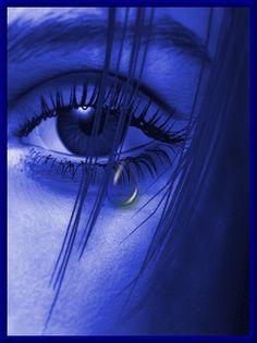Animação de lágrima correndo de olho