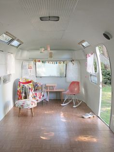 what a great idea.  Gut a old trailer and   turn it into your sewing, craft room, a play house,  a place to have tea   parties....use a blow up bed for camping or company!,,,oooohhhh   yeah!