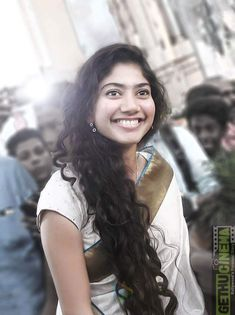 Indien Movie's Actress Sai Pallavi Biography and Lifestyle South Indian Actress Hot, South Actress, Beautiful Indian Actress, Beautiful Actresses, Beauty Full Girl, Beauty Women, Sai Pallavi Hd Images, Indian Women Painting, Indian Heroine
