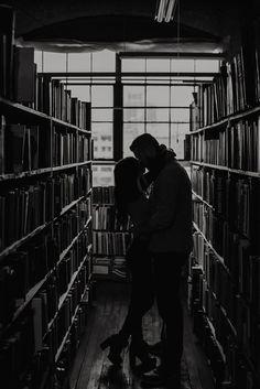 John K King Detroit Bookstore Photoshoot Couple Aesthetic, Book Aesthetic, Character Aesthetic, Aesthetic Pictures, Cute Couples Goals, Couple Goals, Mythos Academy, Paradis Sombre, Foto Fantasy