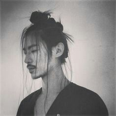 2015 Fall Hair Trend: The Samurai Undercut Top-Knot Half-Top-Knot Hairstyles and Makeup for Men and Women Top Hairstyles For Men, Undercut Hairstyles, Cool Haircuts, Knot Hairstyles, Top Knot Men, Half Top Knot, Handsome Asian Men, Chignon Bun, Fall Hair Trends