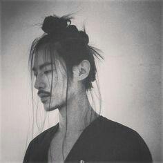 2015 Fall Hair Trend: The Samurai Undercut Top-Knot Half-Top-Knot Hairstyles and Makeup for Men and Women Top Hairstyles For Men, Undercut Hairstyles, Cool Haircuts, Knot Hairstyles, Top Knot Men, Half Top Knot, Samurai, Handsome Asian Men, Chignon Bun