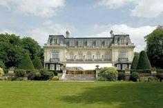 Belo castelo construído no início do século XX e situado na periferia de Reims. Les Crayères é membro da cadeia Relais & Châteaux