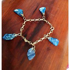 Vintage 1970's tumbler polished blue stone charmed linked bracelet ($20) ❤ liked on Polyvore featuring jewelry, bracelets, vintage bangle, charm bangle, stone bangles, blue bangles and stone jewellery