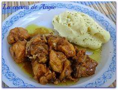 Probar esta receta de pollo que me recomendaron hace tiempo, sencillamente delicioso. A ver que os parece: - En una cacerola amplia c...
