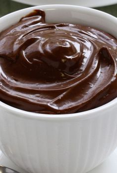 This really delicious and easy to make recipe for The Best Sugar Free Chocolate Mousse is made without adding eggs and is also gluten free. Easy No Bake Desserts, Diabetic Desserts, Köstliche Desserts, Delicious Desserts, Dessert Recipes, Health Desserts, Diabetic Recipes, Sugar Free Deserts, Sugar Free Recipes